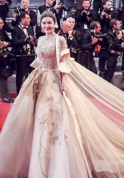 红毯艳压群芳据了解,第71届戛纳国际电影节在5月8电影19日日至终结者1图片